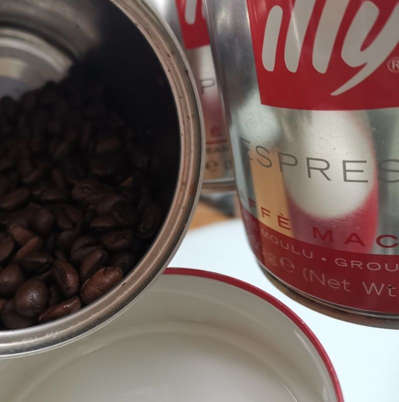 Kaffeedose Test , Illy-Kaffeedose